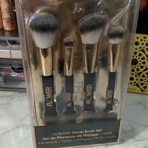 Other - Flower beauty travel make up brushes
